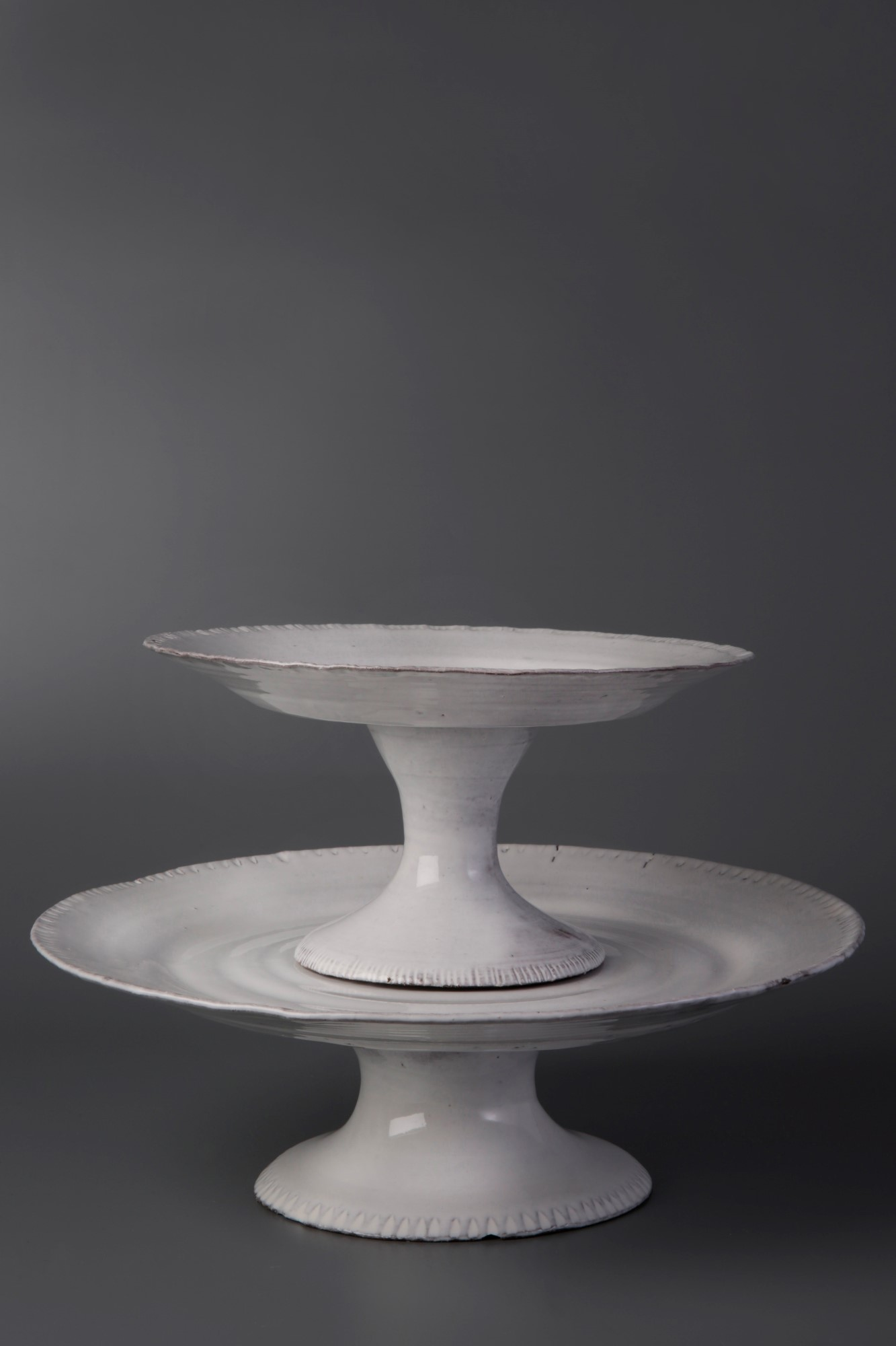 Footed dish M. € 140.00 Footed dish L. € 160.00